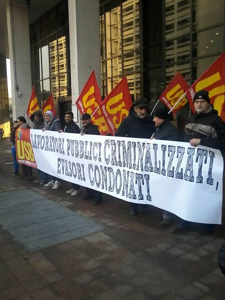 Manifestazione Usb in Regione (foto da fb Usb)
