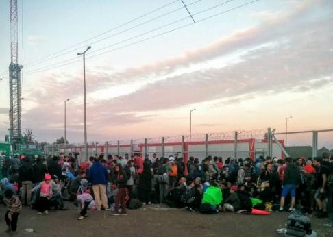 Campo profughi di Röszke, 7 settembre 2015 (foto fb Làbas)
