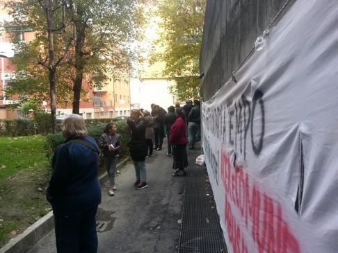 Presidio antisfratto (foto fb Comitato via Gandusio)