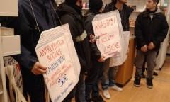 Azione alla Feltrinelli (foto fb Studenti contro il nuovo Isee)