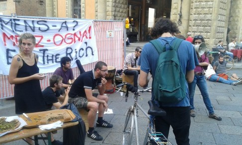 Contro Mens-a (foto fb Eat the Rich)
