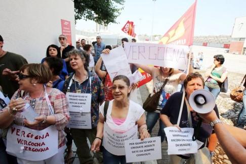 Manifestazione in Fiera (foto Fb Sgb Bologna)
