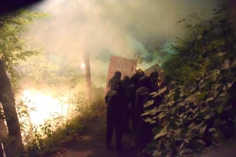 Tensione al cantiere di Chiomonte: no Tav lanciano petardi sui cancelli