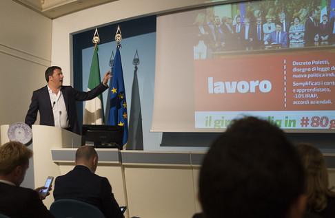 Renzi e il lavoro (foto Palazzo Chigi)