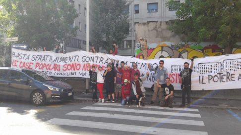Picchetto antisfratto via Gandusio (foto fb Pugno Chiuso)