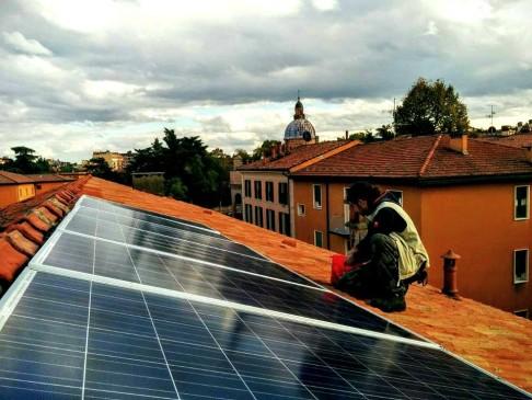 Pannelli solari (foto fb Làbas)