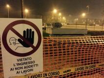 Nella foto, tratta dal profilo facebook del Comitato No People Mover, l'area cantierizzata per la monorotaia: ma di veri lavori non c'è traccia)