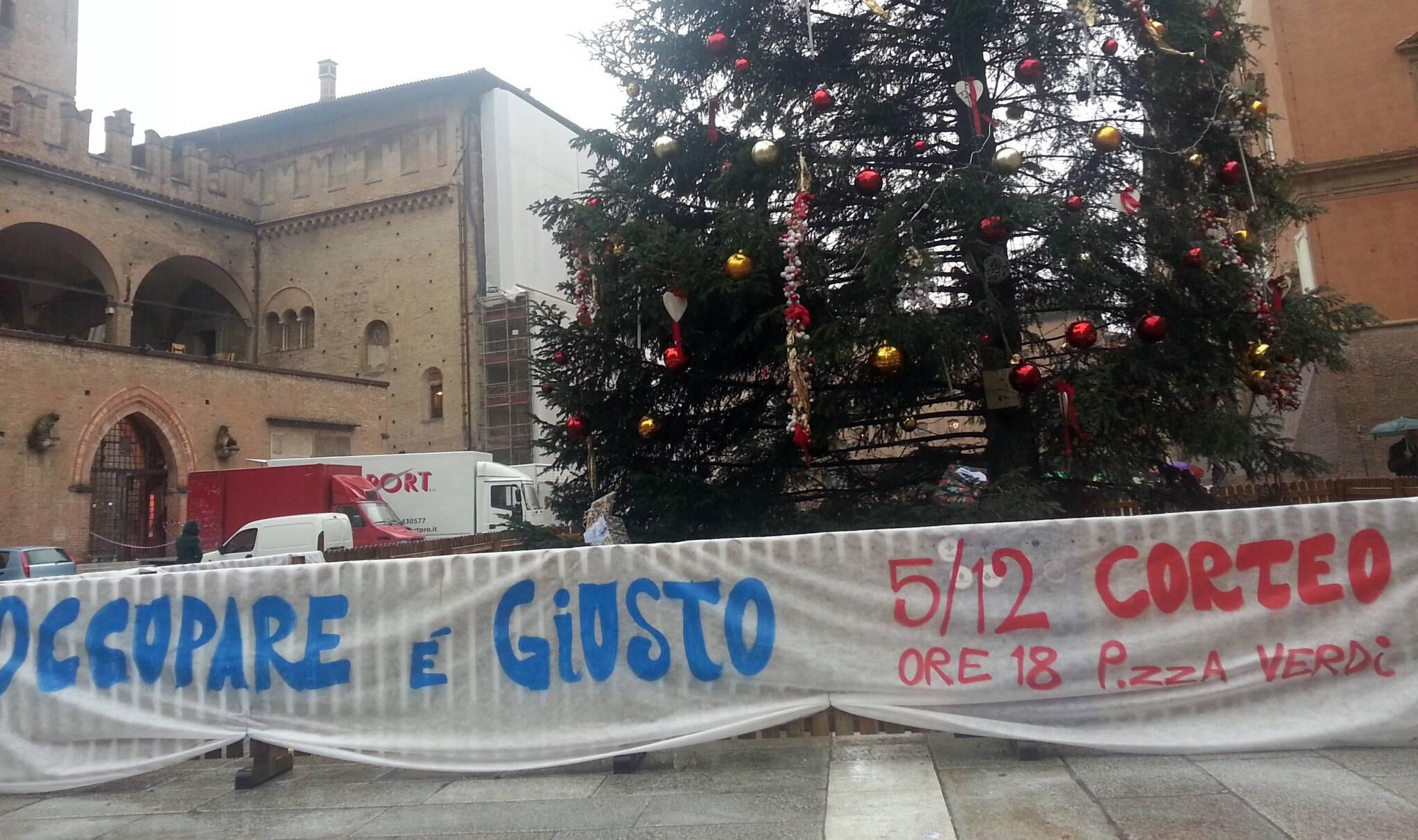Albero di natale/Corteo casa (foto Zic)