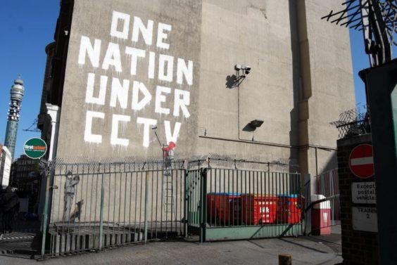 One nation under cctv - opera di Bansky - foto da flickr @oogiboig