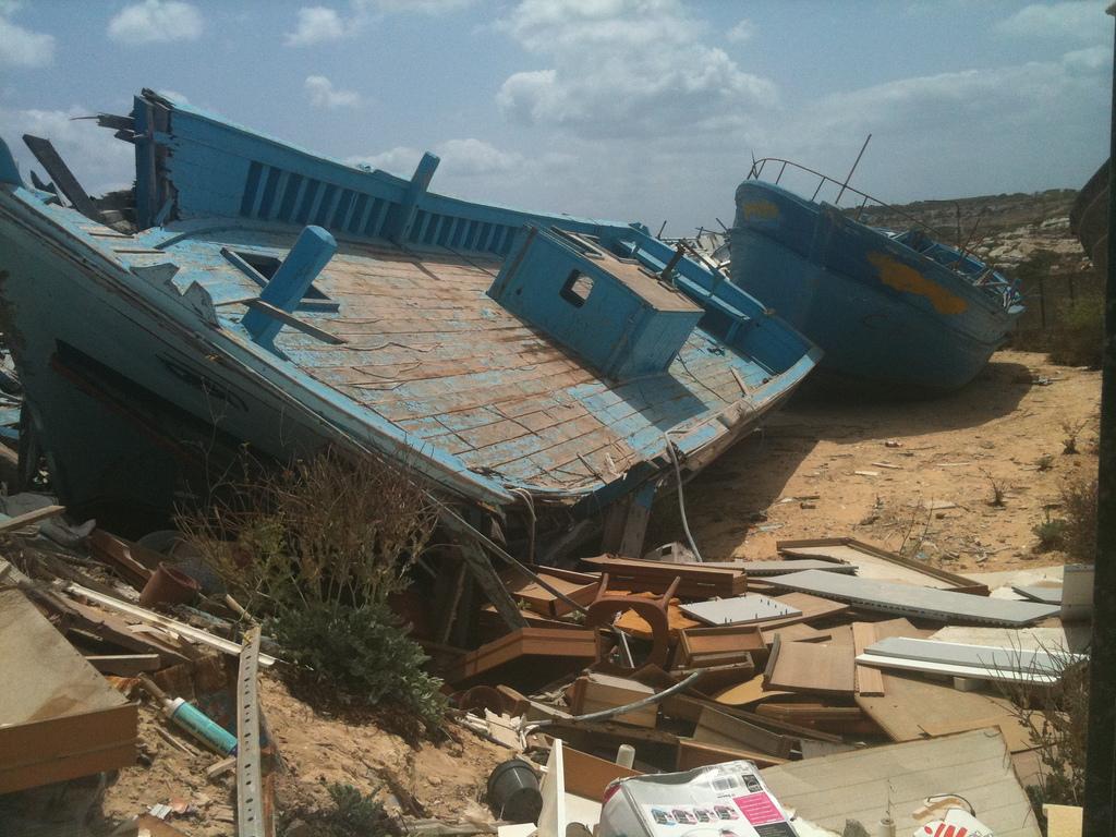 Lampedusa, cimitero delle barche - foto da flickr Carlo Alberto Clerici