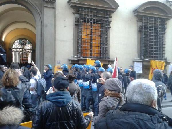 Corteo casa Firenze (foto twitter @ExCasermaOccupata)