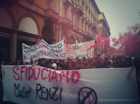 Contestazione Renzi (foto da twitter @HoboBologna)
