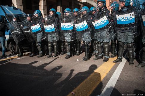 Polizia sgombero via Irnerio - © Michele Lapini