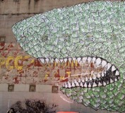 Foto 9 - Squalo di soldi mangia Partito Comunista. Murales di Blu a Barcellona