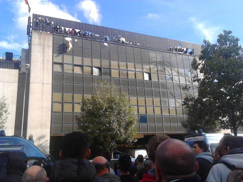 Sgombero ex Telecom (foto Zic)