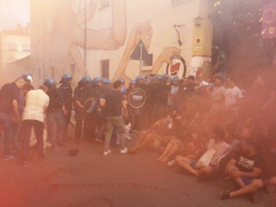 Sgomberi di due centri sociali a Bologna