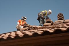 Operai sul tetto