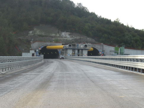 Cantiere variante di valico: Viadotto Lagaro / Galleria Naturale Val Di Sambro - foto Autostrade per l'Italia
