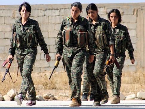 Donne combattenti a Kobane (foto YPJ)