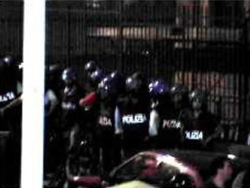 G8 Genova 2001, Scuola Diaz (foto Gipfelsoli.org)