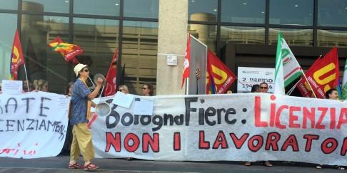 Presidio in Regione dei lavoratori della Fiera (foto da twitter @BolognaFiere123)