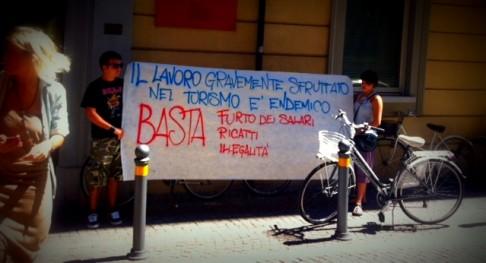 Manifestazione stagionali, Rimini (foto fb Adl Cobas)