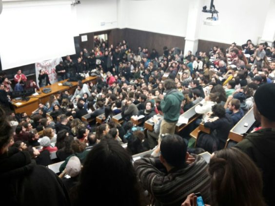 La prima assemblea di Via Zamboni 38 successiva all'intervento della celere in università. Fonte: www.zic.it