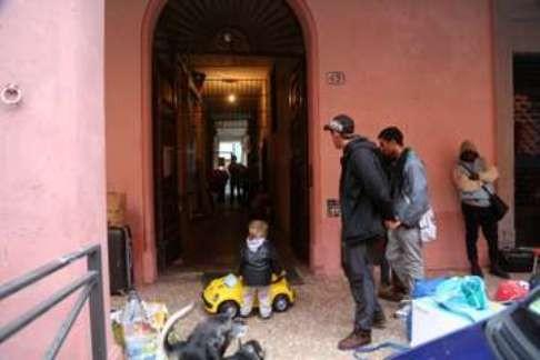 Sgombero via Solferino (foto fb Làbas)