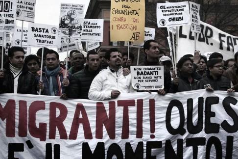 Corteo migranti (foto di Giulio Cicanese, repertorio Zic.it)