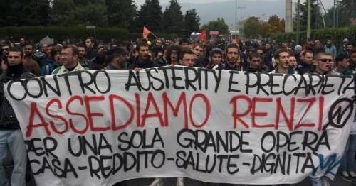 Repertorio - Brescia, contestazione Renzi (da twitter @Magazzino47)