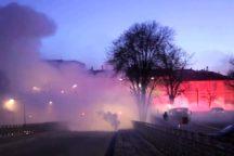 Lacrimogeni della polizia sui manifestanti, Cremona 24 gennaio 2015 (repertorio ZicTv)