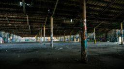 Fabbrica abbandonata, amianto