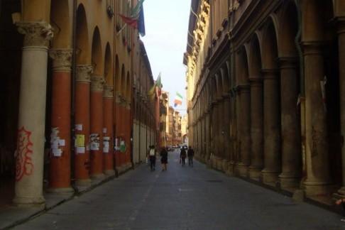 Via Zamboni (foto Ariadne)