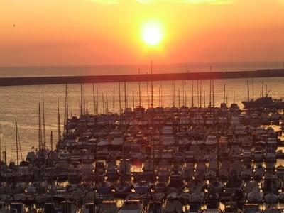 Il porto di Genova al tramonto