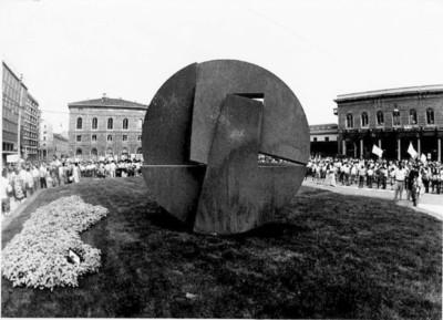 monumento piazzale stazione di bologna