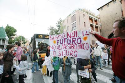 La protesta in Piazza Malpighi