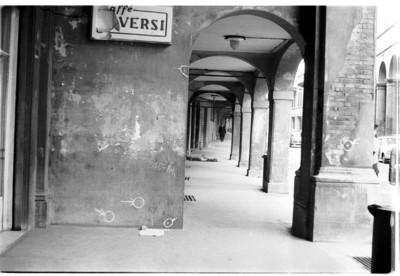 11 marzo 1977 - I fori dei proiettili in via Mascarella
